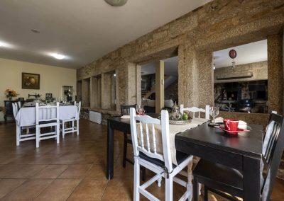 Salón comedor de hasta 10 comensales en la Casa rural A Canteira en Vimianzo A Coruña Galicia